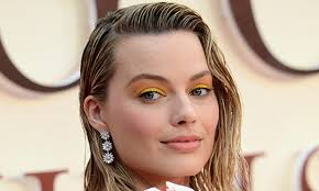 Margot Robbie yellow lids yellow eyeshadow sunny makeup 2020 yellow trend neon bright colours collor pop primary colors makeup yips